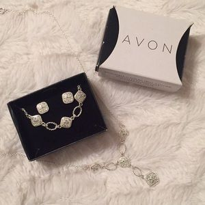 Avon 3 Piece Necklace, Bracelet, and Earrings Set